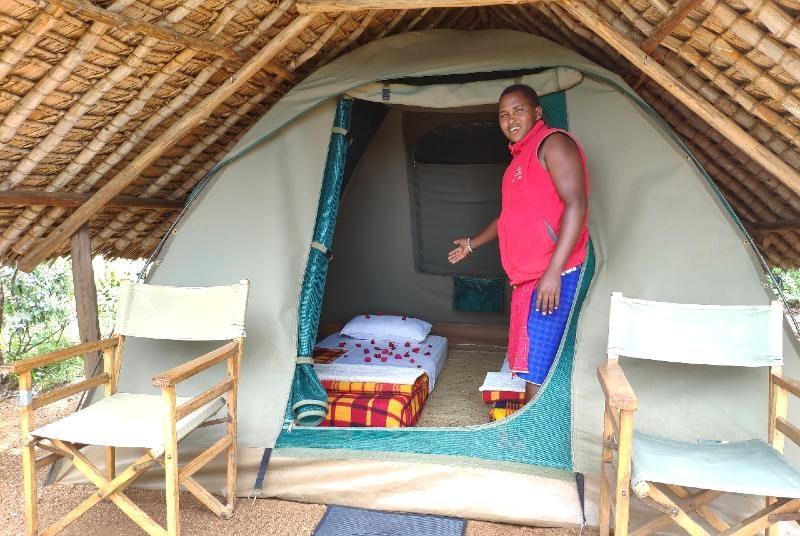 Safari Kenia - binnenkant tent bij de Masai