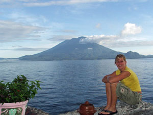Atitlan See mit Vulkan