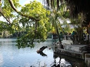 Cenote Azul mit Restaurant