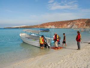 Stiefel am Strand von der Insel Santo Espritu