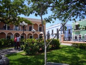 mexiko-campeche-park-haeuser