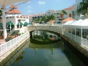 mexiko-cancun-shoppingcenter-laisla