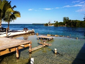belize-caye-caulker-bar-split