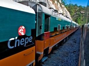 Zug auf dem Weg durch den Kupfercanyon