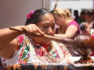 mexiko-frau-puebla-mole