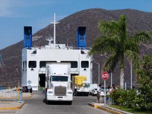 Fähre im Hafen La Paz