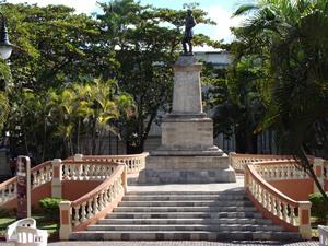 mexiko-merida-zocalo-statue