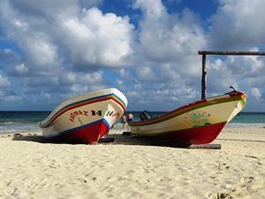 mexiko-playa-del-carmen-strand-boote