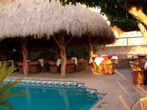 Pool vor Hotel in El Fuerte