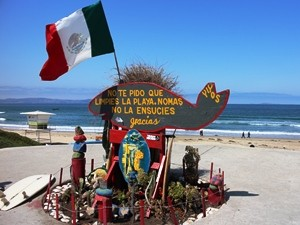 mexiko-strand-ensenada-flagge