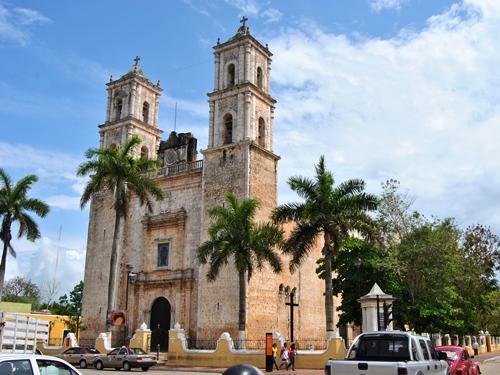 mexiko-valladolid-kathedrale-hauptplatz