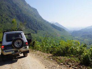 Auto und Berge bei Cobán