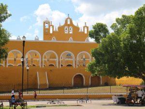 Izamal Kolonialstadt bei Mexiko Urlaub mit Kindern