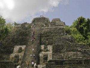 Der Haupttempel in Lamanai