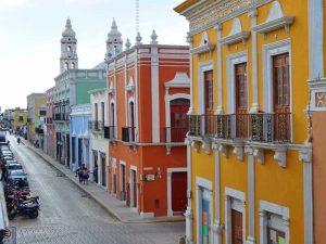 Die pastellfarbenen Häuser der Kolonialstadt Campeche