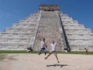 Beim Familienurlaub mit Teenagern an der Mayastätte Chichén Itzá