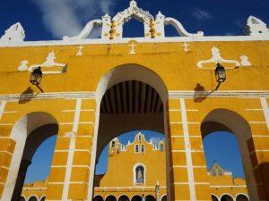 Das Wahrzeichen von Izamal: Das gelbe Kloster