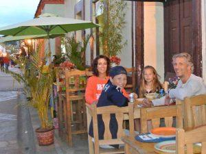 Mit der Familie im Restaurant in San Cristobal