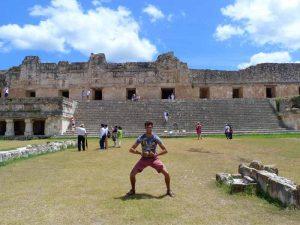 Mit der Familie an den Ruinen von Uxmal