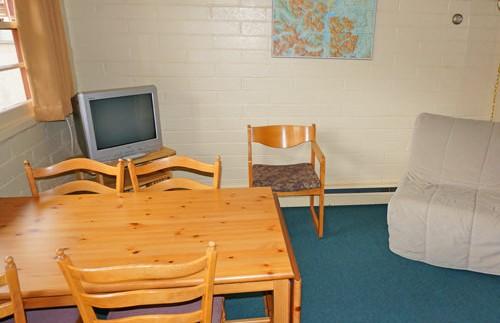 Huiskamer bij je acco in Wateron NP