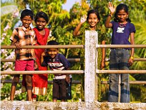 Indische Kinder in den Backwaters