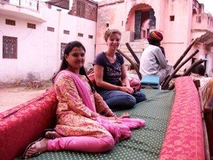 Ochsenkarren-Tour durch das Dorf Barli