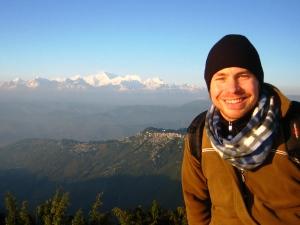 Ausblick auf den Sonnenuntergang über dem Himalaya in Indien.