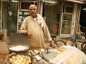 Straßenverkäufer in Delhi im Goldenen Dreieck Indiens