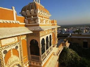Blick auf das Deogarh Mahal
