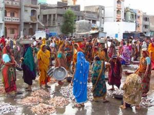 Buntes Treiben am Morgen auf dem Fischmarkt von Vanakbari