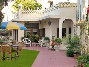 Garten im Familienhotel in Indiens rosa Stadt Jaipur