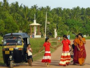 Indische Familie im grünen Süden