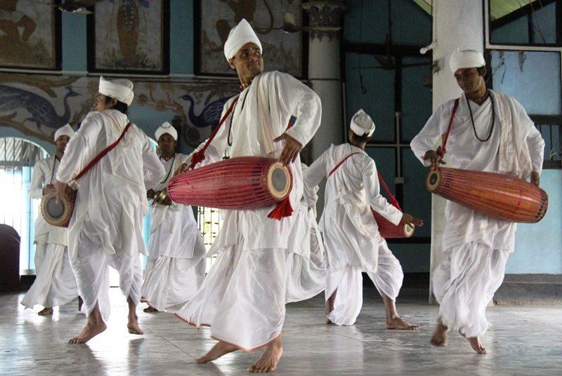 Tanzende Mönche