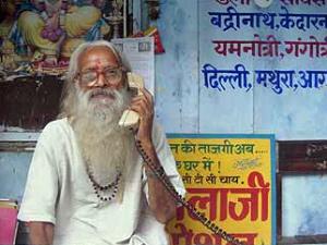 indien-mann-telefon