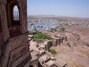 Blick vom Meherangarh Fort auf die blaue Stadt