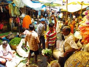 Der lebhafte Blumenmarkt von Kolkata.
