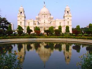 Besuchen Sie das Victoria Memorial, das Wahrzeichen von Kolkata, am besten am frühen Abend.