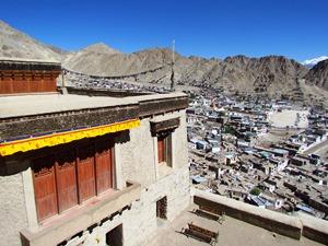 Ausblick über Leh vom Dach des Palastes.