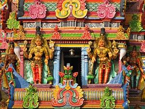 Bunte Details am Tempel in Madurai