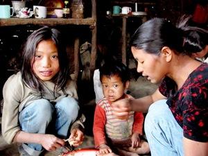 Naga Familie in Lungwa, Nagaland