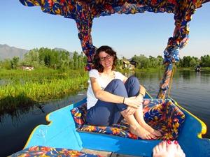 Eine Fahrt mit der Shikara über den Dal Lake.