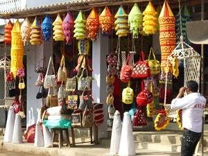 Shop mit Applikationsarbeiten in Pipli, Orissa