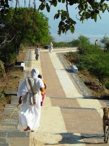 Pilger bei den Jain Tempeln von Palitana