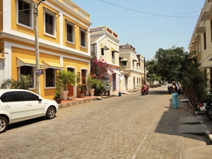 Straße mit Kolonialcharme in Pondicherry