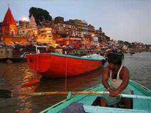 Bootstour auf dem Ganges in Varanasi bei Indien Nepal Rundreise