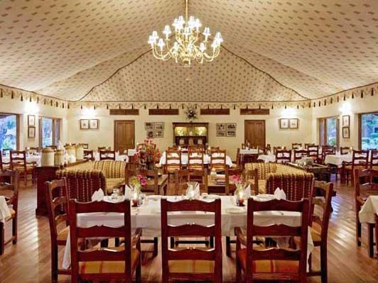 Kajastan Rundreise: Komfortables Restaurant in der Ruheoase im Samode Bagh