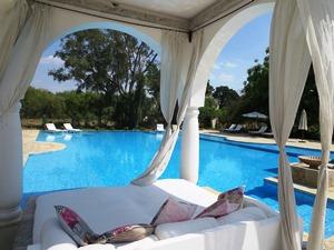 Unterkuntf mit Pool Lounge Rajasthan bei Reise durch Indien