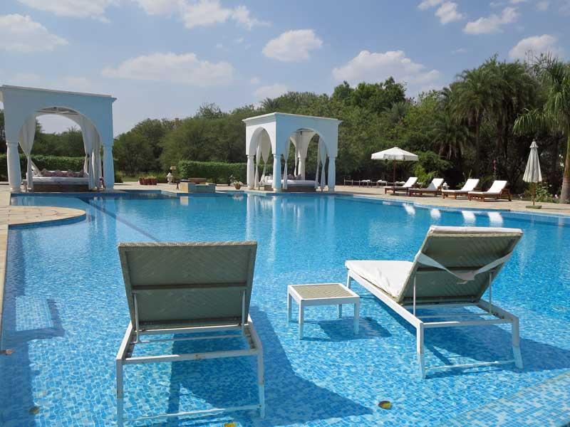 Rajasthan Rundreise: Entspannen Sie wie die Maharadschas in dieser grünen, naturbelassenen Oase bei Shahpura.