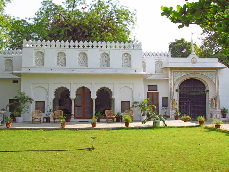 Rajasthan Rundreise: Eines der alten Maharadscha-Gebäude, in dem heute Gäste übernachten.
