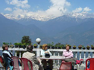 Ausblick auf dem Himalaya bei einer Tasse Tee.